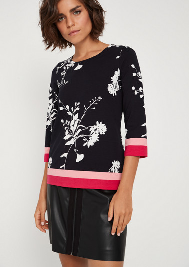 Jersey top with 3/4-length sleeves and sporty stripes from comma