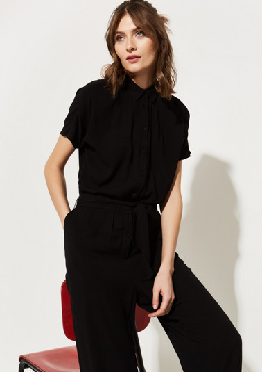 Crepe jumpsuit with a belt from comma