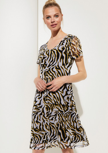 Delicate mesh dress with a decorative all-over print from comma