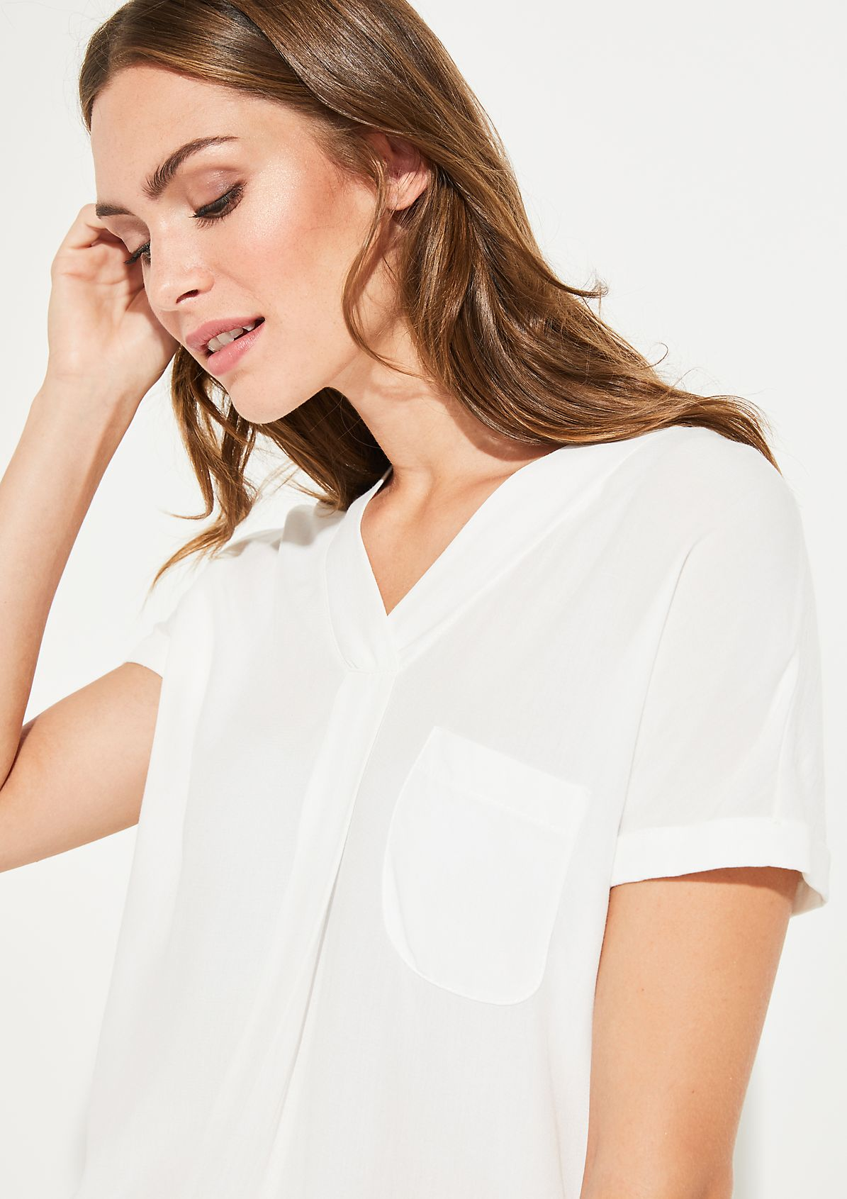 Short sleeve top with a patch breast pocket from comma
