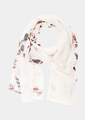 Zarter Schal mit raffiniertem Allovermuster