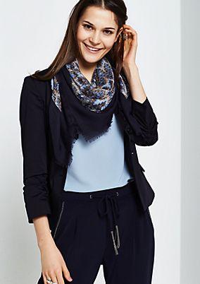 Extravaganter Schal mit schönem Musterspiel