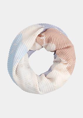 Weicher Loopschal im raffinierten Mustermix