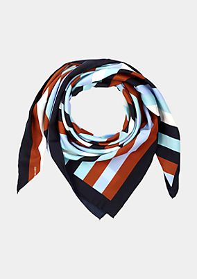 Satin scarf with an exciting pattern from comma