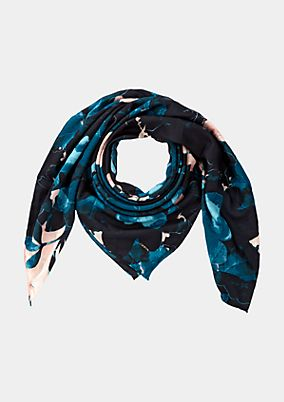 Satin scarf with a fascinating all-over floral print from comma
