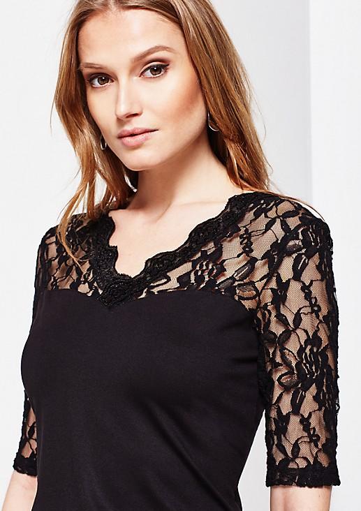 Feines Jersey-Kurzarmshirt mit hauchzarten Spitzenverzierungen