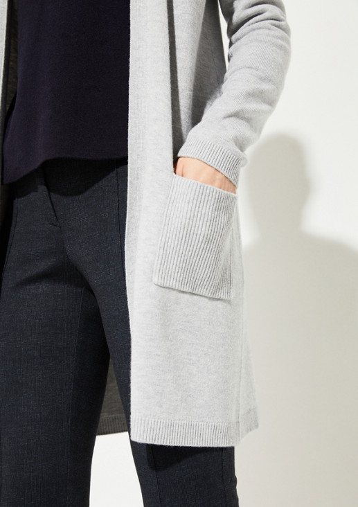 Langstrickjacke mit aufgesetzten Taschen