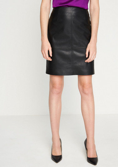 Short business skirt made of faux leather with a matte sheen from comma