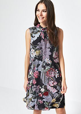 Delicate, casual dress with an all-over floral pattern from comma