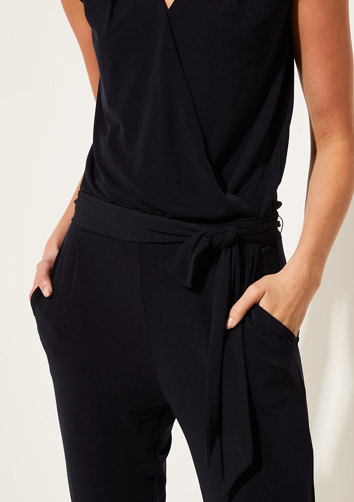 Jersey-Jumpsuit mit Gürtel