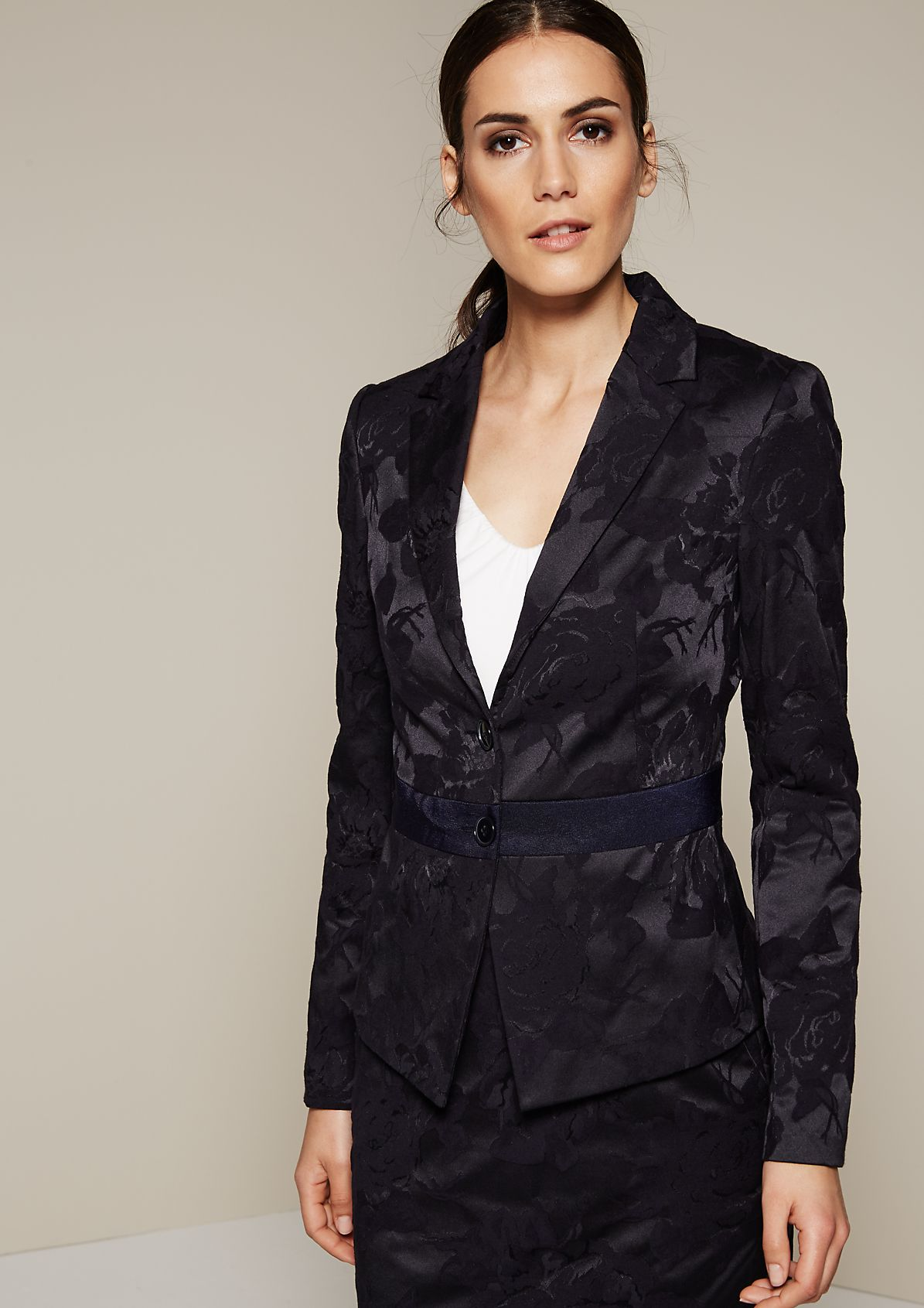 Extravagant blazer covered in a fine jacquard pattern from s.Oliver