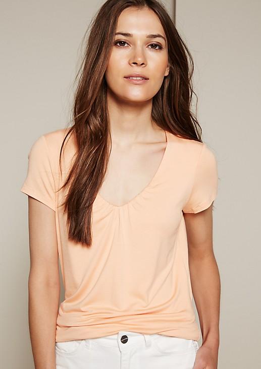 Leichtes Shirt mit dekorativen Fältchenverzierungen