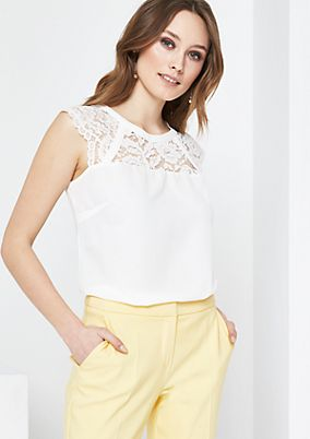 Top with delicate decorative lace from comma
