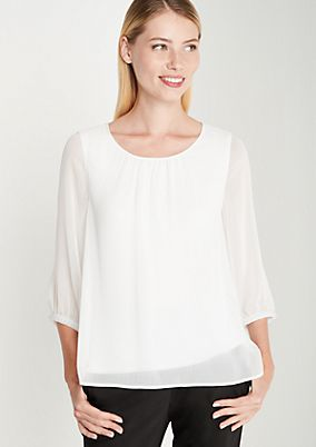 Hauchzarte Chiffonbluse mit Perlenverzierungen