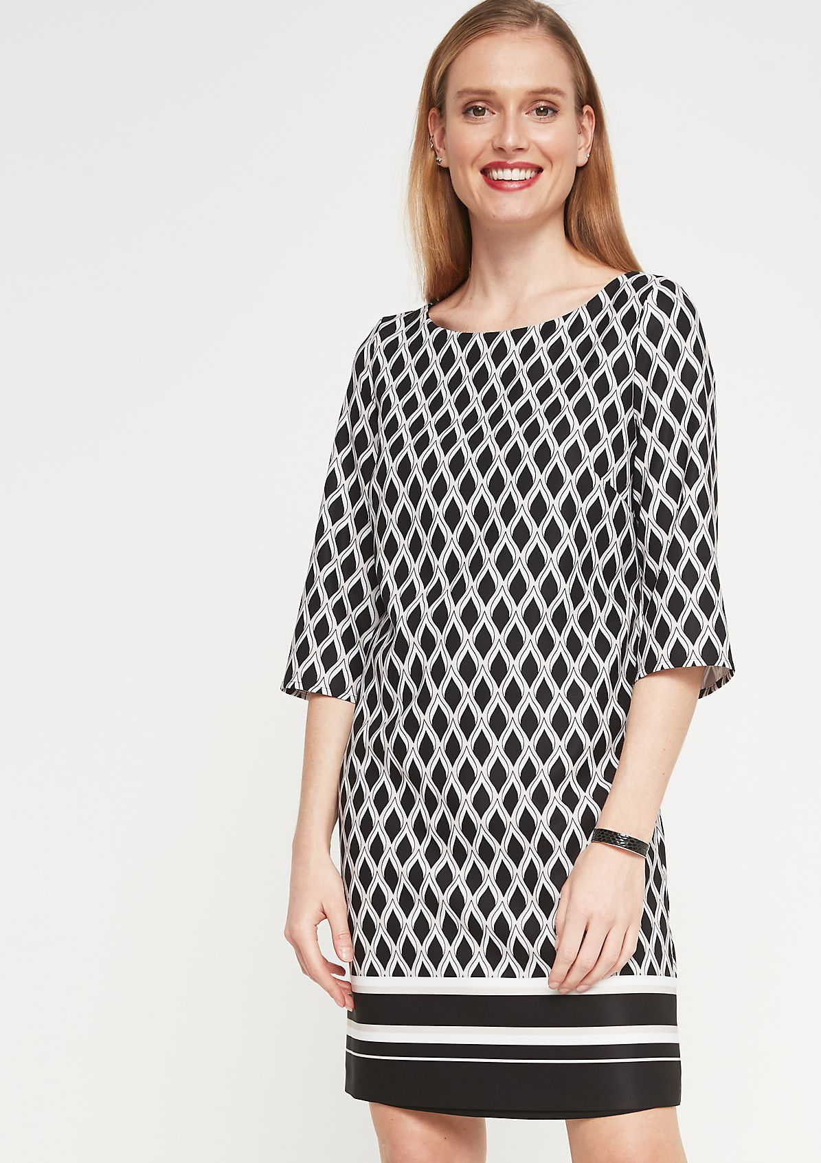 Satin dress with 3/4-length sleeves and a smart geometric pattern from comma