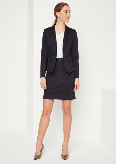 Short business skirt with a thin belt from comma