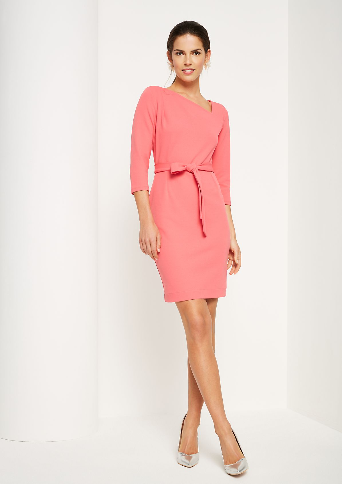Elegant business dress with a belt from comma