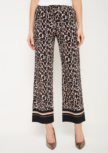 Lightweight lounge trousers in a leopard look from comma