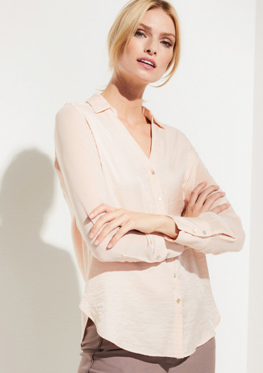 Delicate, casual blouse with sophisticated details from comma