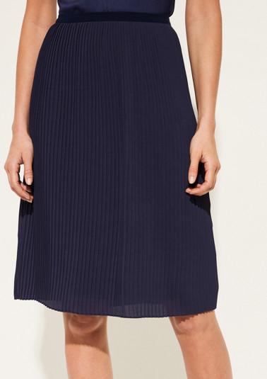 Extravagant pleated skirt with fine details from comma