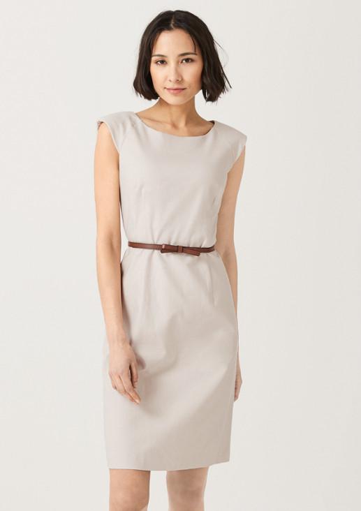 Kleid mit schmalem Gürtel