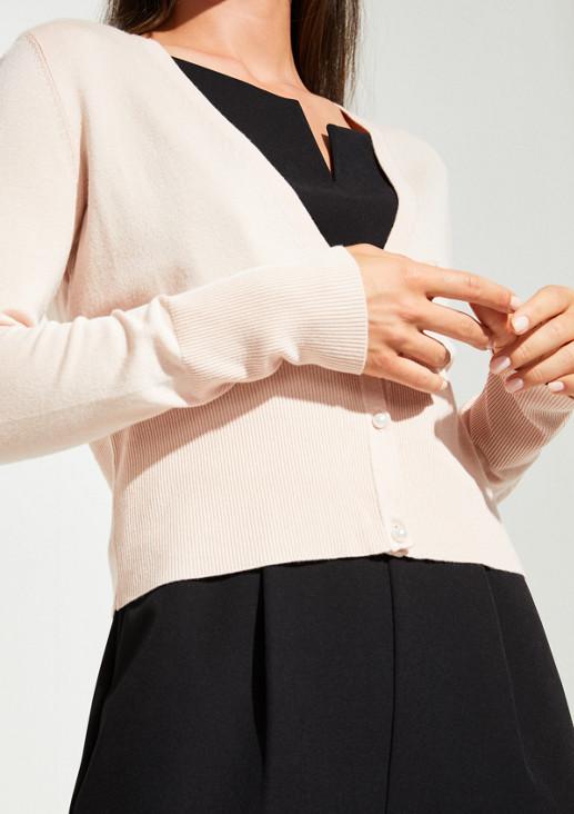 Kurzstrickjacke mit schimmernden Perlenknöpfen
