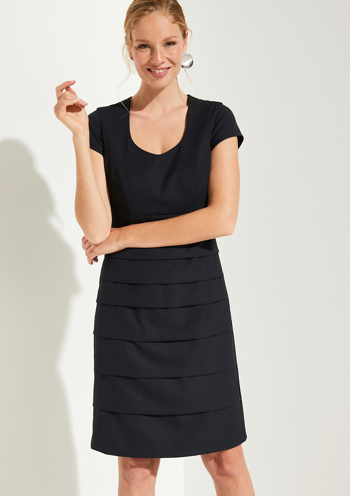 Elegant business dress with an end-on-end pattern from comma