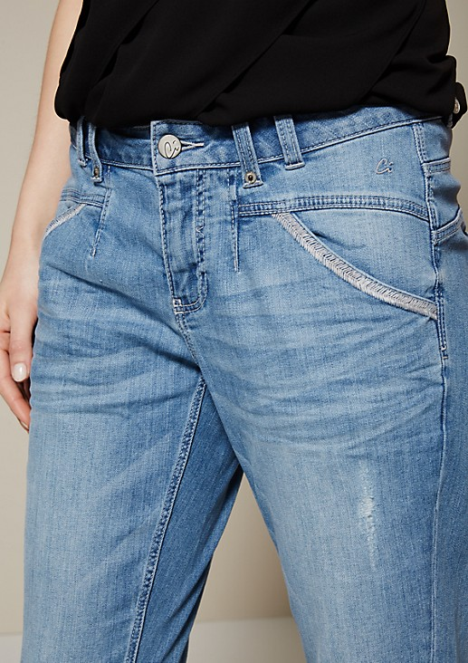 Lightweight boyfriend jeans with a beautiful vintage finish from s.Oliver