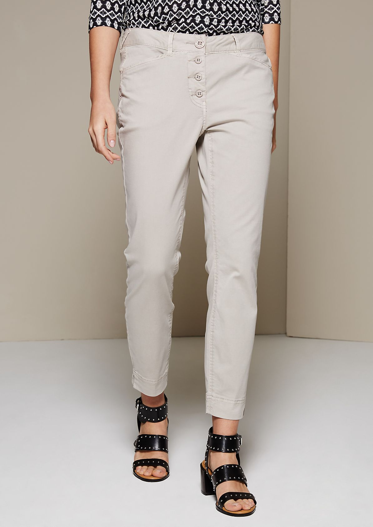 Summery 7/8-length trousers with a subtle wash from s.Oliver