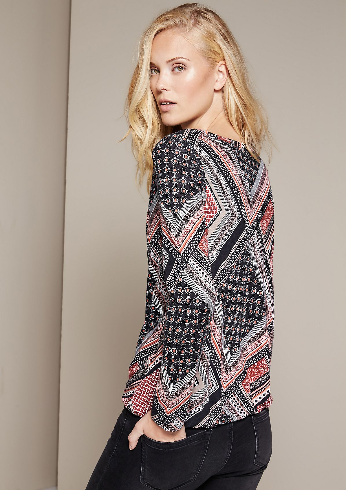 Casual long sleeve top with an elaborate all-over print from comma