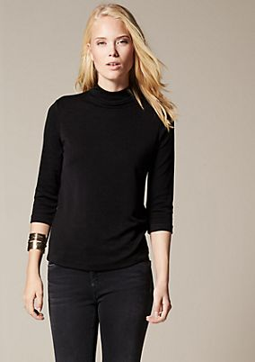Elegant jersey top with 3/4-length sleeves and an elaborate surface texture from comma