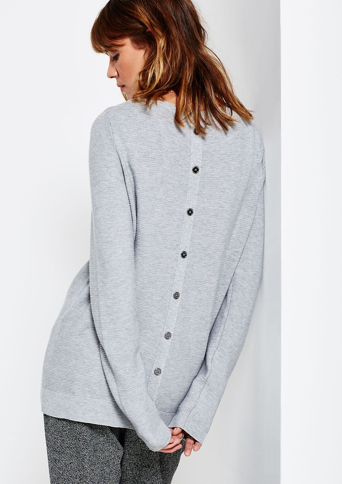 Beautiful knitted jumper with a ribbed pattern from comma