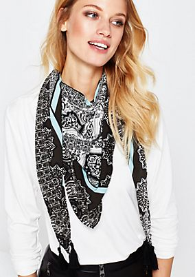 Pretty triangular scarf with a beautiful all-over print from s.Oliver