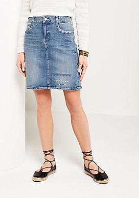 Extensively washed, short denim skirt with embroidery from comma