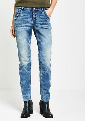 Boyfriend-Jeans mit dezentem Camouflage-Muster