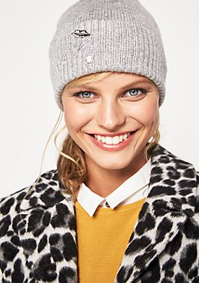 Fine knit hat with embroidered details from comma