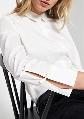 Stretchige Hemdbluse mit Schleifenverzierungen
