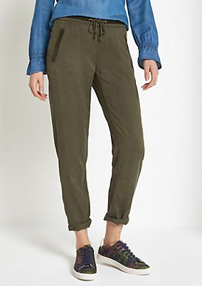 Super soft lounge trousers with wonderful details from comma