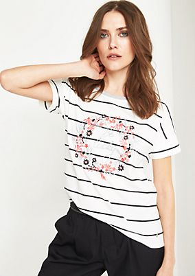 Jersey short sleeve top with a statement embroidery from comma