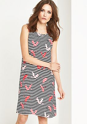 Crêpe dress with an exciting pattern from comma