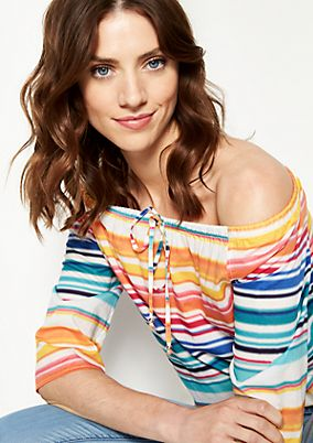 Shoulderless blouse with 3/4-length sleeves and a fine pattern from comma