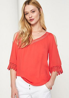 Tunic with lace appliqués from comma