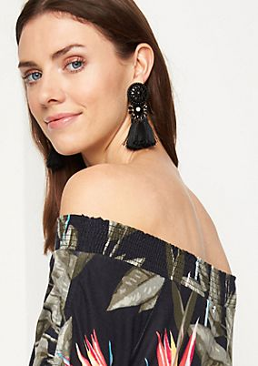 Off-the-shoulder top with a tropical print from comma