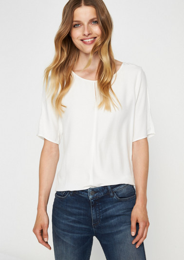 Summery short sleeve top with smart details from comma