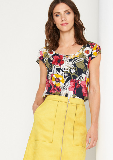 Crêpe blouse with exciting details from comma