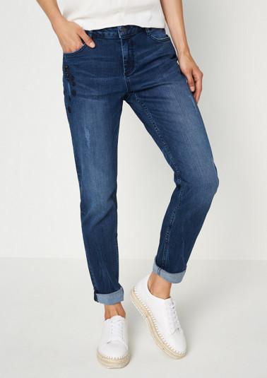 Lässige Jeans mit Stickereien