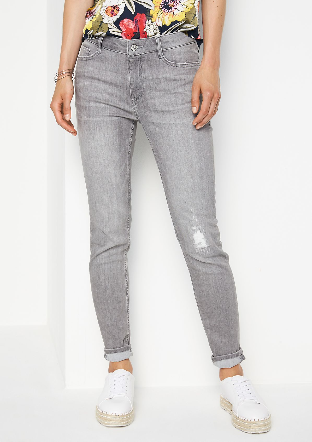 Casual jeans with distressed elements from comma