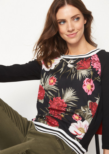 3/4-sleeve jersey top with a stunning front print from comma