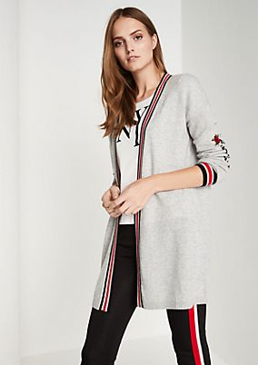 Feine Strickjacke mit Statement