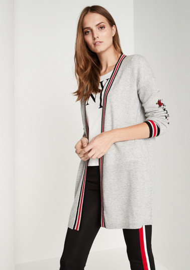 Fine cardigan with a statement from comma